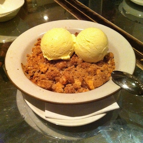 Apple Crisp a la Mode @ Ad Hoc