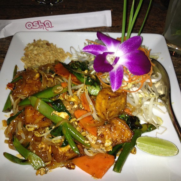 Vegetable & Tofu Pad Thai @ Osha Thai Restaurant