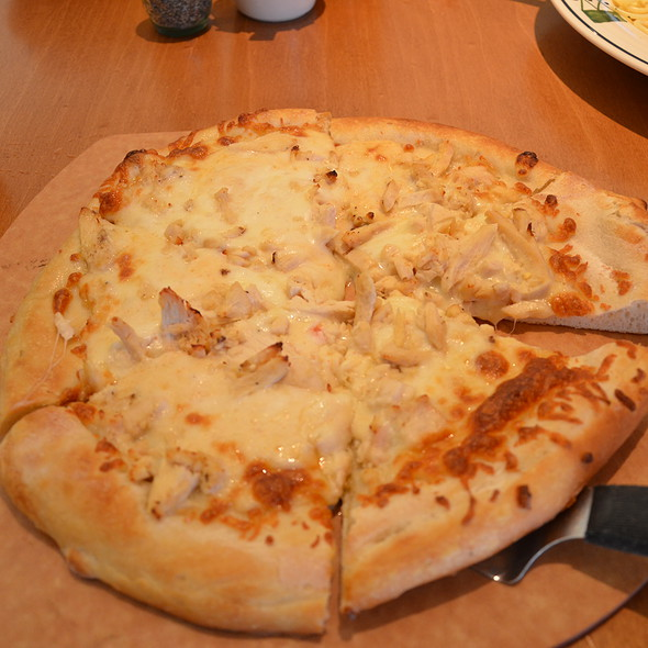 Chicken Pizza @ Olive Garden Italian Restaurant