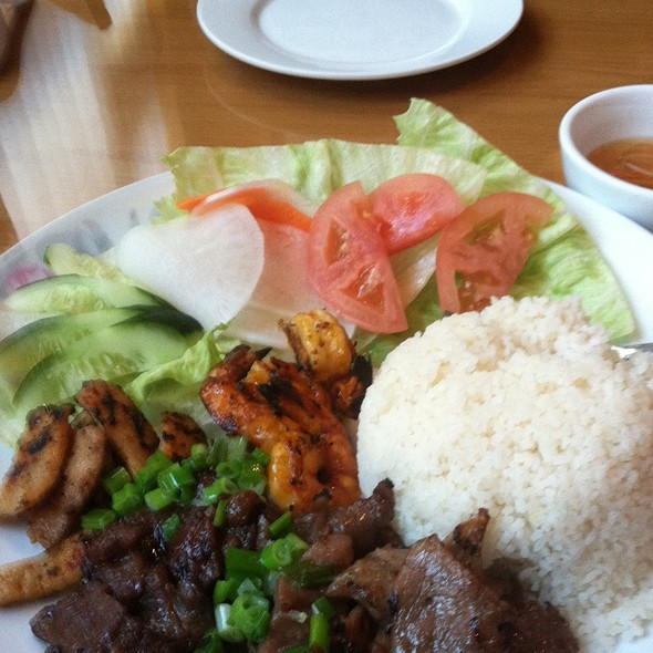 Broken Rice W/Shrimp, Chicken & Beef @ Saigon Main Vietnamese Cuisine