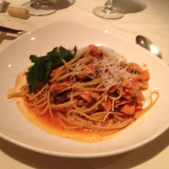 Spaghetti Putanesca @ La Grotta