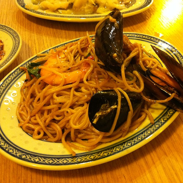 Mussels and Shrimps with Soya Noodles