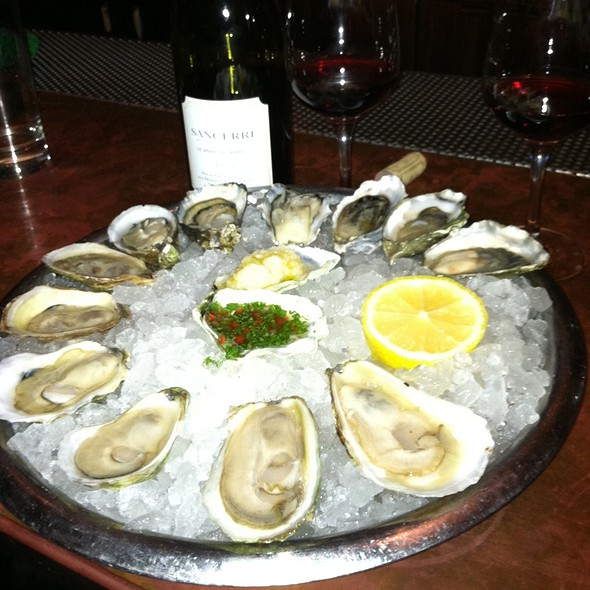 East And West Coast Oysters @ John Dory Oyster Bar