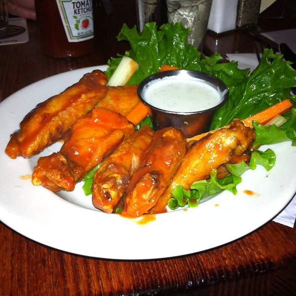 Buffalo Hot Wings @ Steelhead Brewing Co.