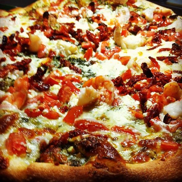 Frutti De Mare Pizza - Fratelli's Ristorante Italiano & Pizzeria, Montrose, CA