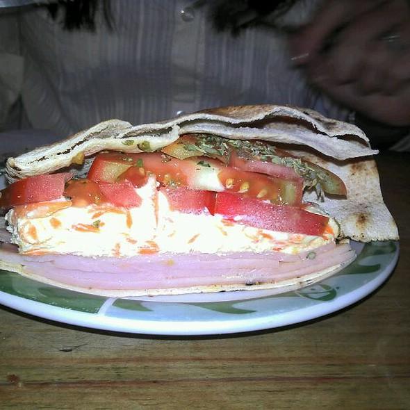 Sanduíche De Peito De Peru Com Ricota @ Bibi Sucos