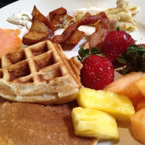 Brunch Buffet @ First Street AleHouse