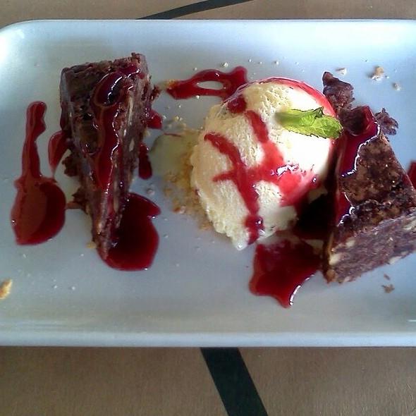Brownie with Ice Cream @ Mercearia do Francês
