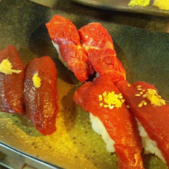 桜肉の握り @ 闇焼 馬喰ろう 神田ミートセンター店