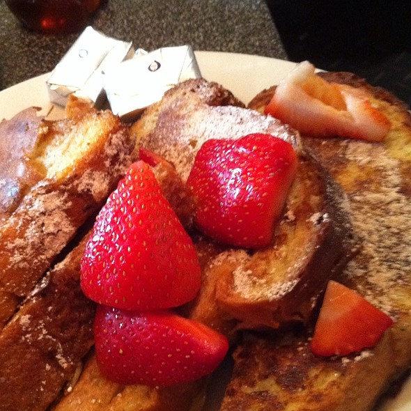 French Toast w/ Fresh Strawberries @ Popover Cafe