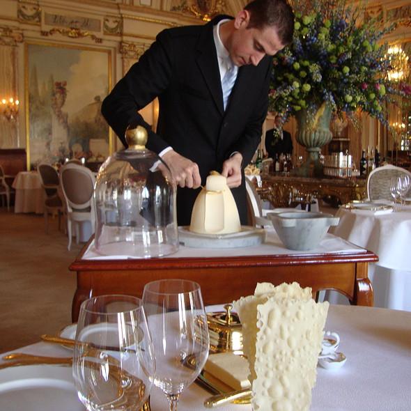 Butter Service @ Le Louis XV