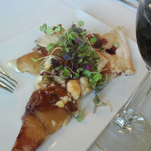 Pear And Gorgonzola Flatbread @ Cafe Champagne @ Thornton Winery