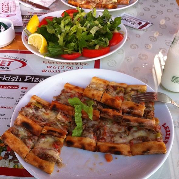 Kuşbaşılı Pide @ Lezzet 2 Pizza Salonu