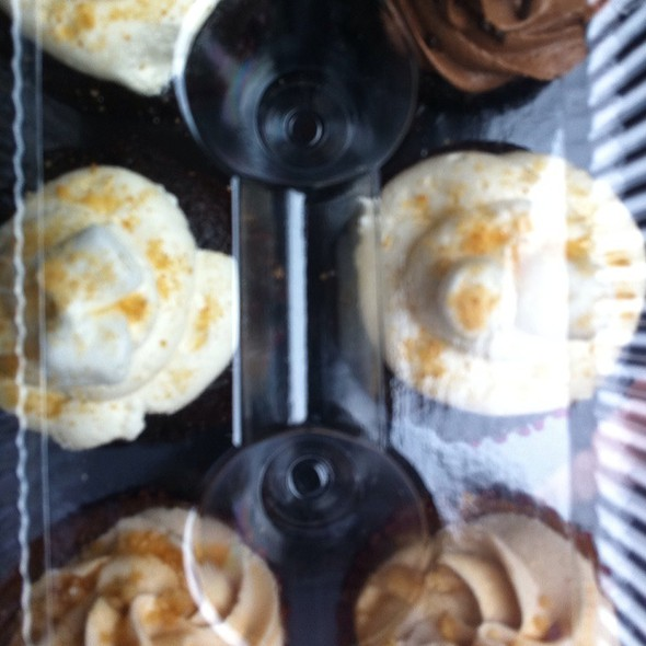 S'mores, Apple Hootenanny, Chocolate On Chocolate Cupcakes @ The Yum Yum Cupcake Truck