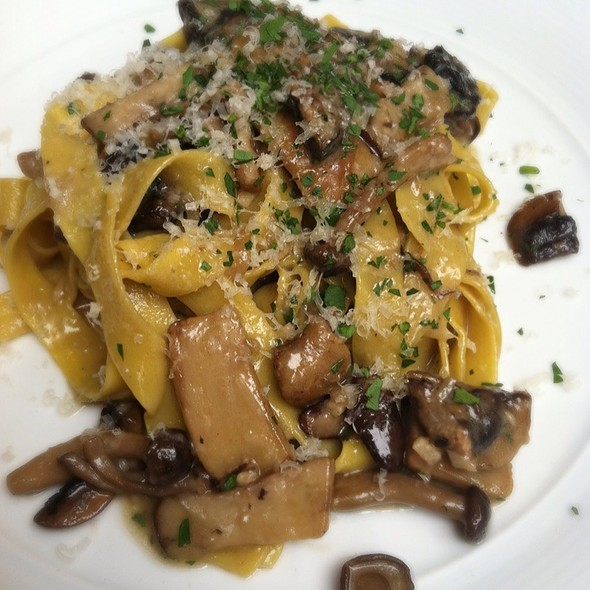 Fettucine With Mushrooms @ Wolfgang Puck Bar & Grill