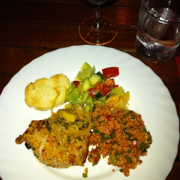 Honey & Onion Chicken With CousCous, Salat And Roasted Bread @ HUT