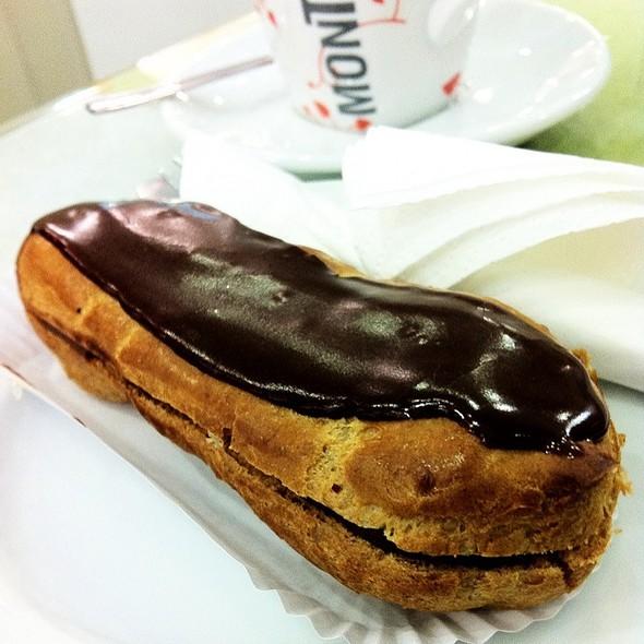 Chocolate Éclair @ Pastelería Lambert