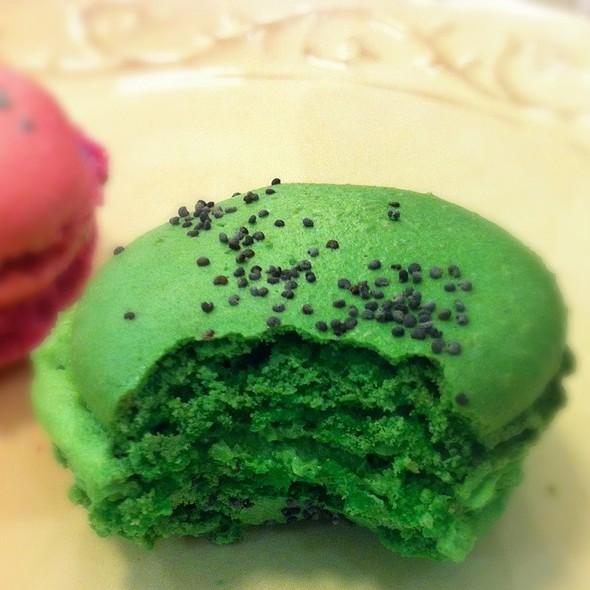 pistachio macaron @ Antique Cafe