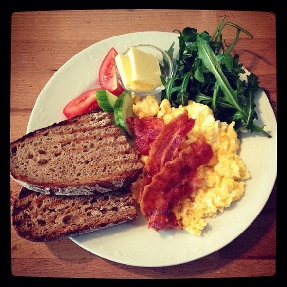Rührei Mit Bacon @ Café Ck