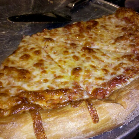cheese pizza @ Mellow Mushroom Pizza Bakers