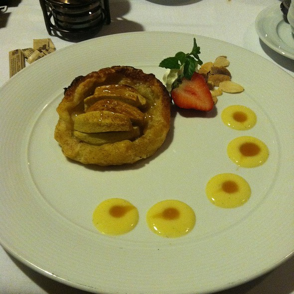Warm Rustic Apple Tart - Sir Winston's Aboard The Queen Mary, Long Beach, CA