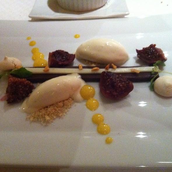 Chocolade Met Rode Port, Witte Chocolade En Vanilleijs.  @ Tout A Fait