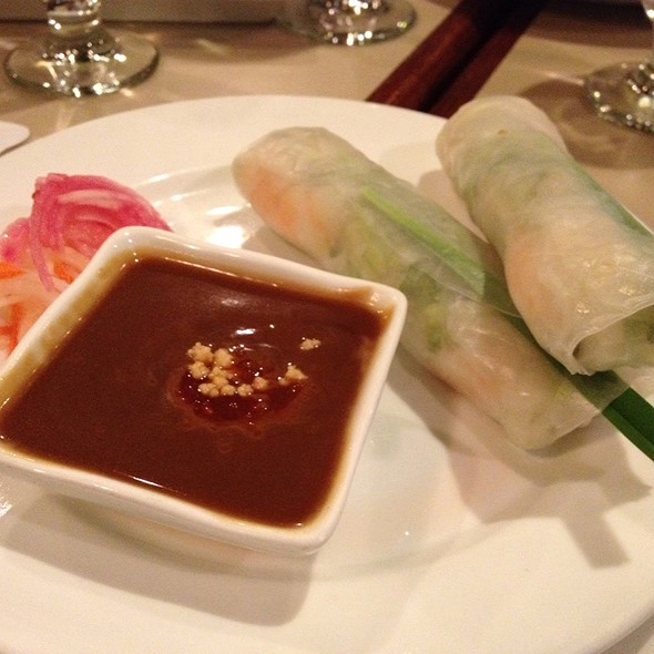 Chicken And Shrimp Summer Rolls With Peanut Sauce at Saigon Cafe