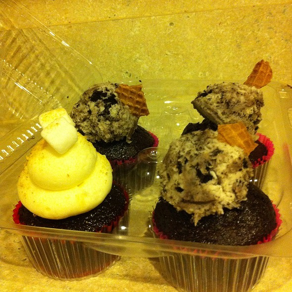 S'mores & Cookies Got Creamed @ The Yum Yum Cupcake Truck
