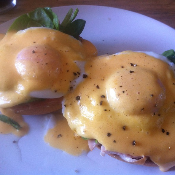 Eggs Benedict With Ham @ The Counter Cafe