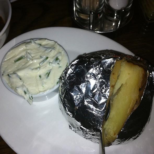 Gepofte Aardappel & Sour Cream