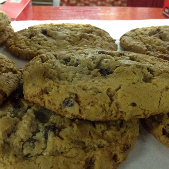 Oatmeal Rasin Cookies @ Clinton Cider Mill