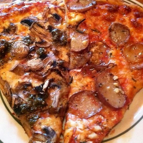Mushroom & Potato Gorgonzola @ World Pizza