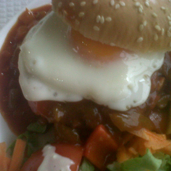 Chilli Burger @ Bar Café Medeia - Monumental