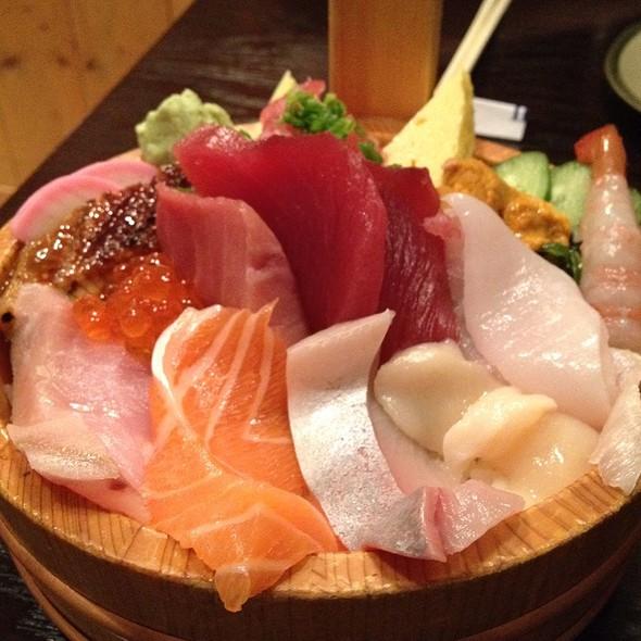 Extra Special Chirashi @ Tomisushi Restaurant