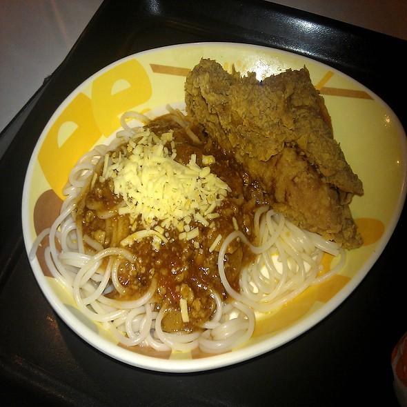 Chicken and Mushroom Pasta with Chickenjoy @ Jollibee