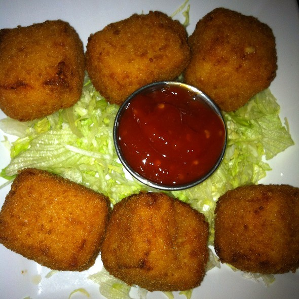 Deep Fried Mac N Cheese @ Dram Shop
