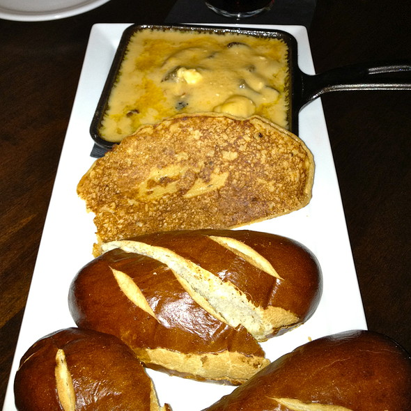Beer cheese dip with pretzel rolls and boxty @ Brocach On Monroe