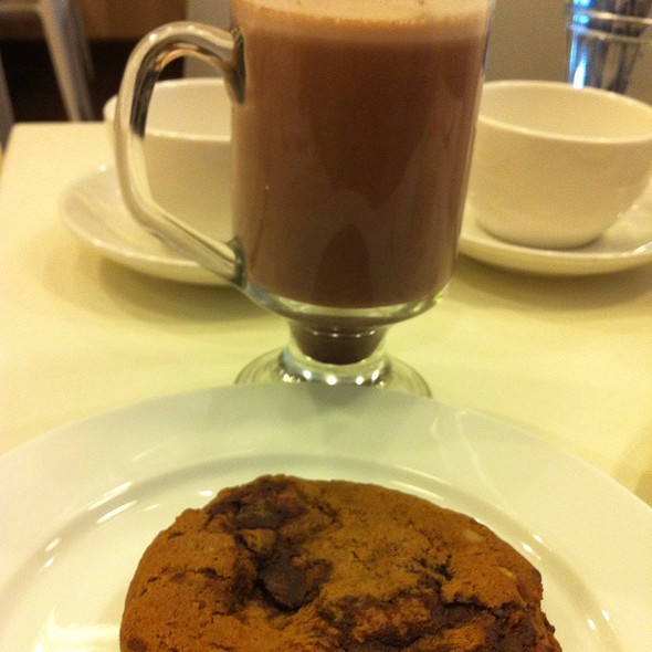 Choco Chip Cookie With Hot Chocolate