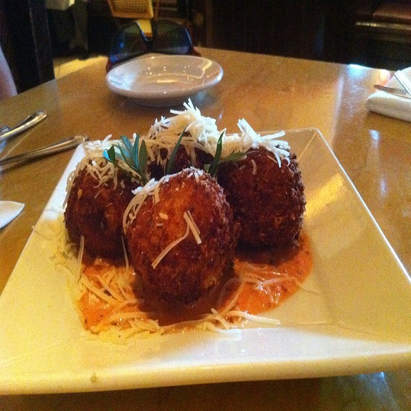 Deep Fried Macaronni And Cheese @ Cheesecake Factory