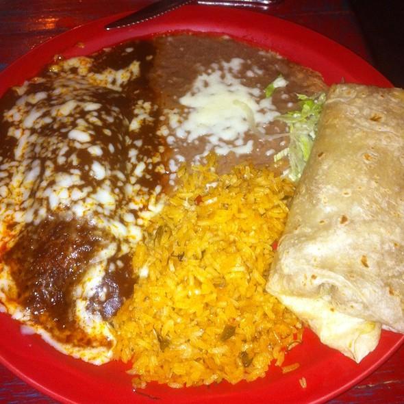 Chile Verde Burrito Y Enchilada De Pollo @ Tres Hermanas Inc