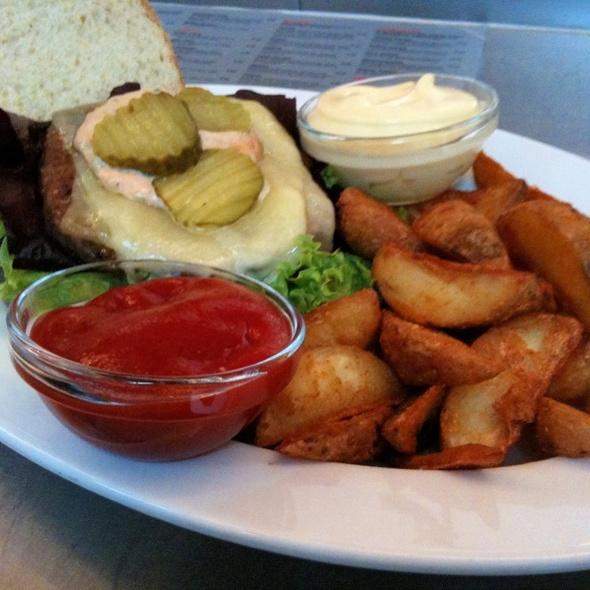 Dutchy Burger @ Café Esprit