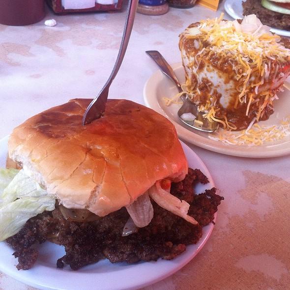 Cheeseburger & Chili @ Casper's Chili