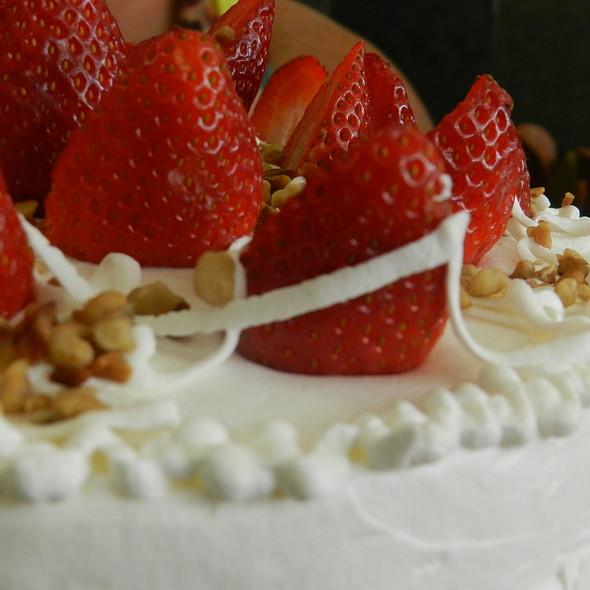 Torta de Nozes com Morango