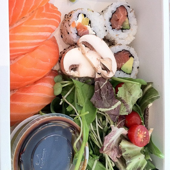 Sushi Y Ensaladita @ Green Eat