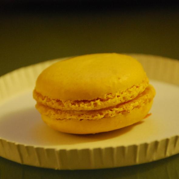 lemon macaron @ Macaron  Cafe