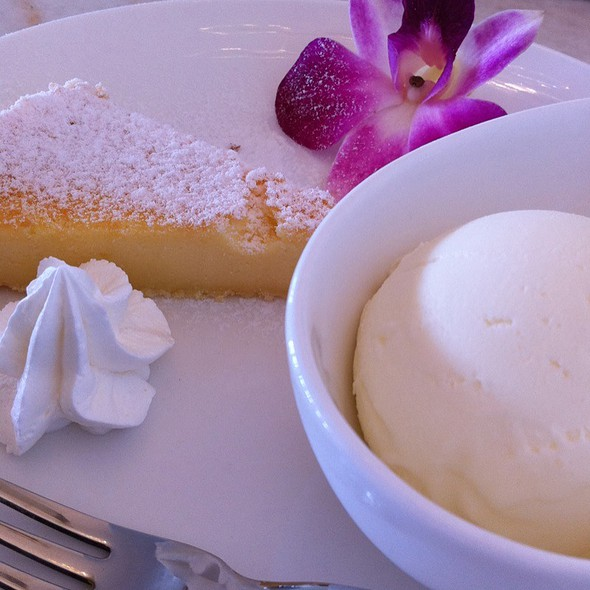 Coconut Cheese Cake With Vanilla Ice Cream @ ジャルディーノ