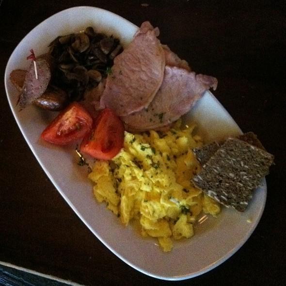 fry up breakfast @ de Vere's Irish Pub