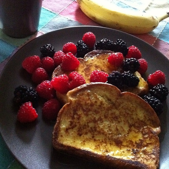 French Toast W/ Fresh Berried @ Chisholm Ave