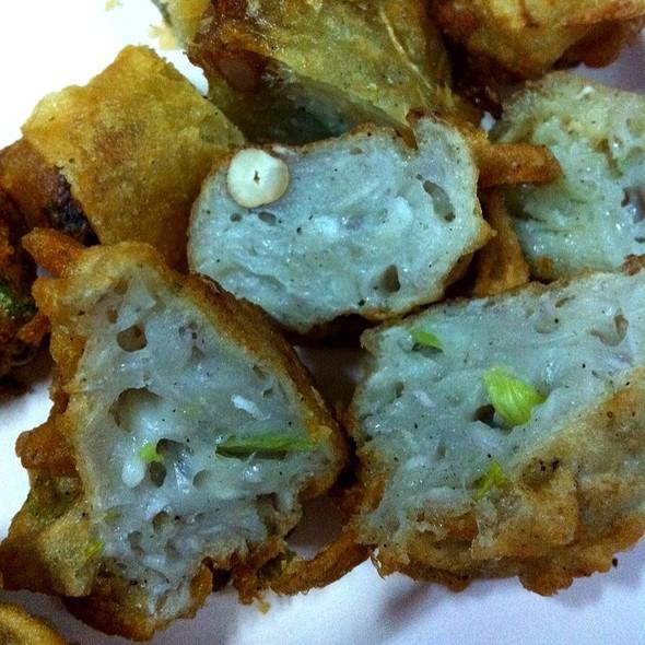 Fried Taro Cake @ เย็นตาโฟคอนแวนต์. ตรงข้ามรพ.บีเอ็นเอช