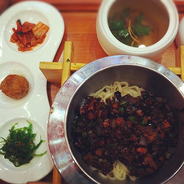 จาจังเหมี่ยน ร้านนี้จะอร่อยมั้ย ลองก่อน #yummy @ Wawa Taiwan Cuisine@central Pin